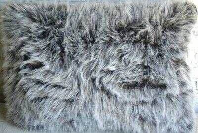 Kussen Wolf Grijs met Imitatie Leer Zwart ca. 56x40x7 cm